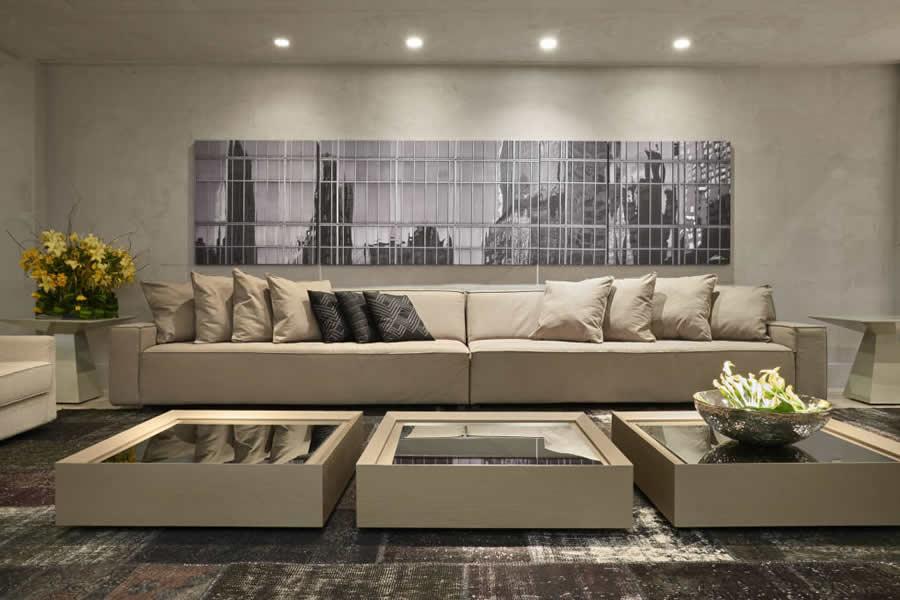Sala com Quadro Grande em Cima do Sofá