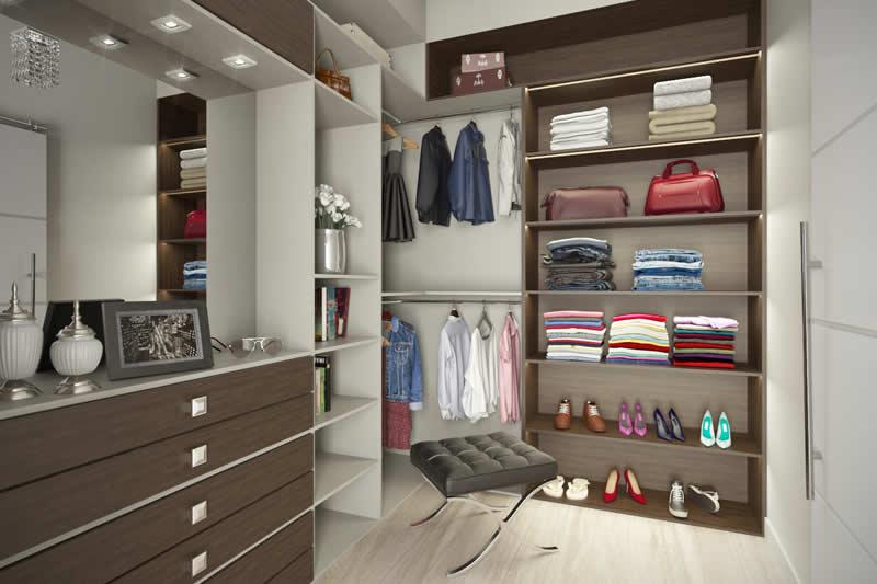 Closet grande com nicho